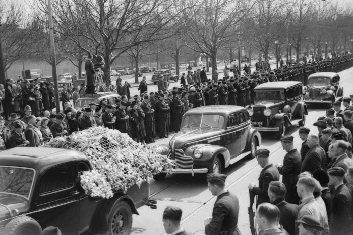 State funeral for crash victims passes along St Kilda Road, 1940. (Supplied: Courtesy of the Australian War Memorial.)