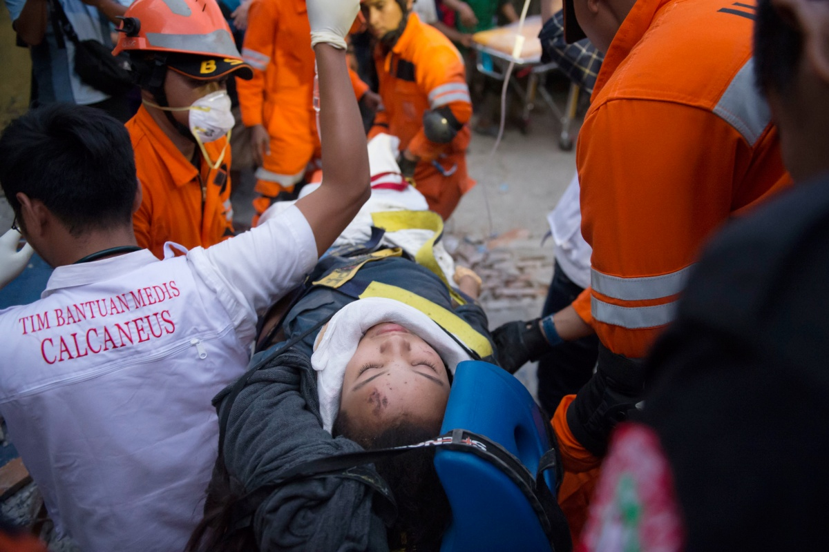 Mass grave for dead in Sulawesi earthquake | The New Daily
