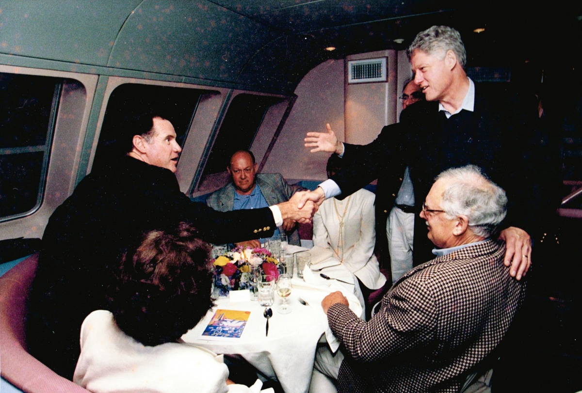 Journalist Mike Carlton and then US president Bill Clinton shake hands over dinner.