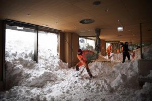 snow-shovellng