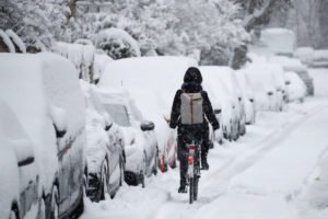 munich-snow-cyclist