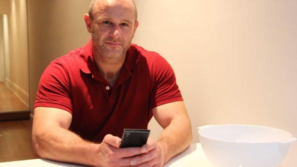mobile phone retailer fine