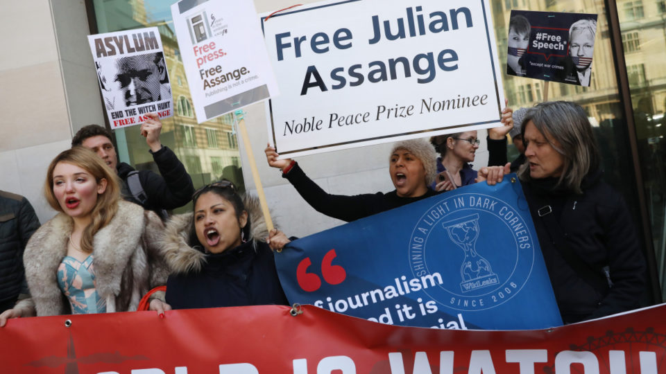 assange-supporters-london