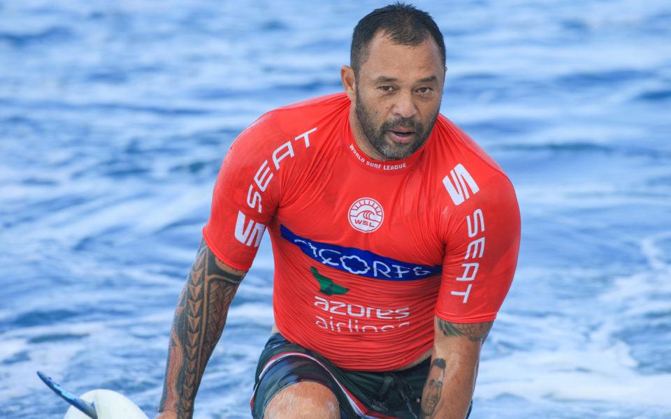 Legends of surf rally around stricken Sunny Garcia