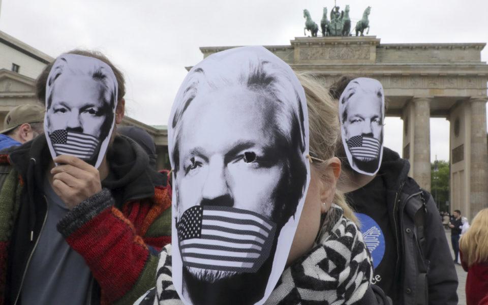 Defiant Julian Assange begins fight against US extradition