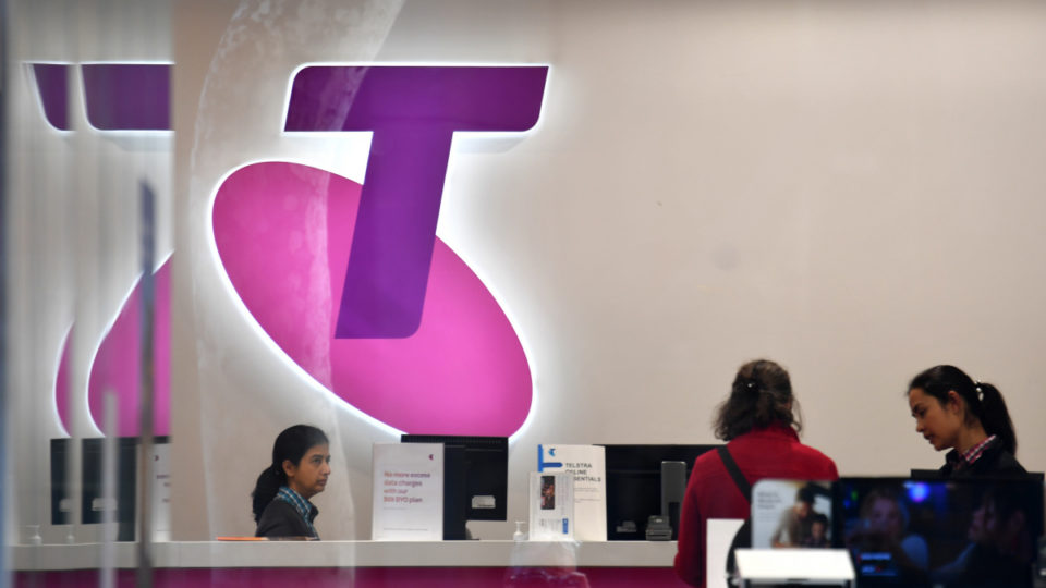 Telstra ditches lock-in contracts in 'radical move'.