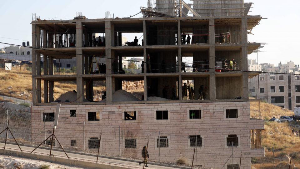 israel demolish illegal buildings