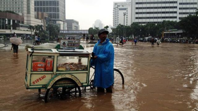 Rising seas threaten Jakarta's survival: Indonesian president