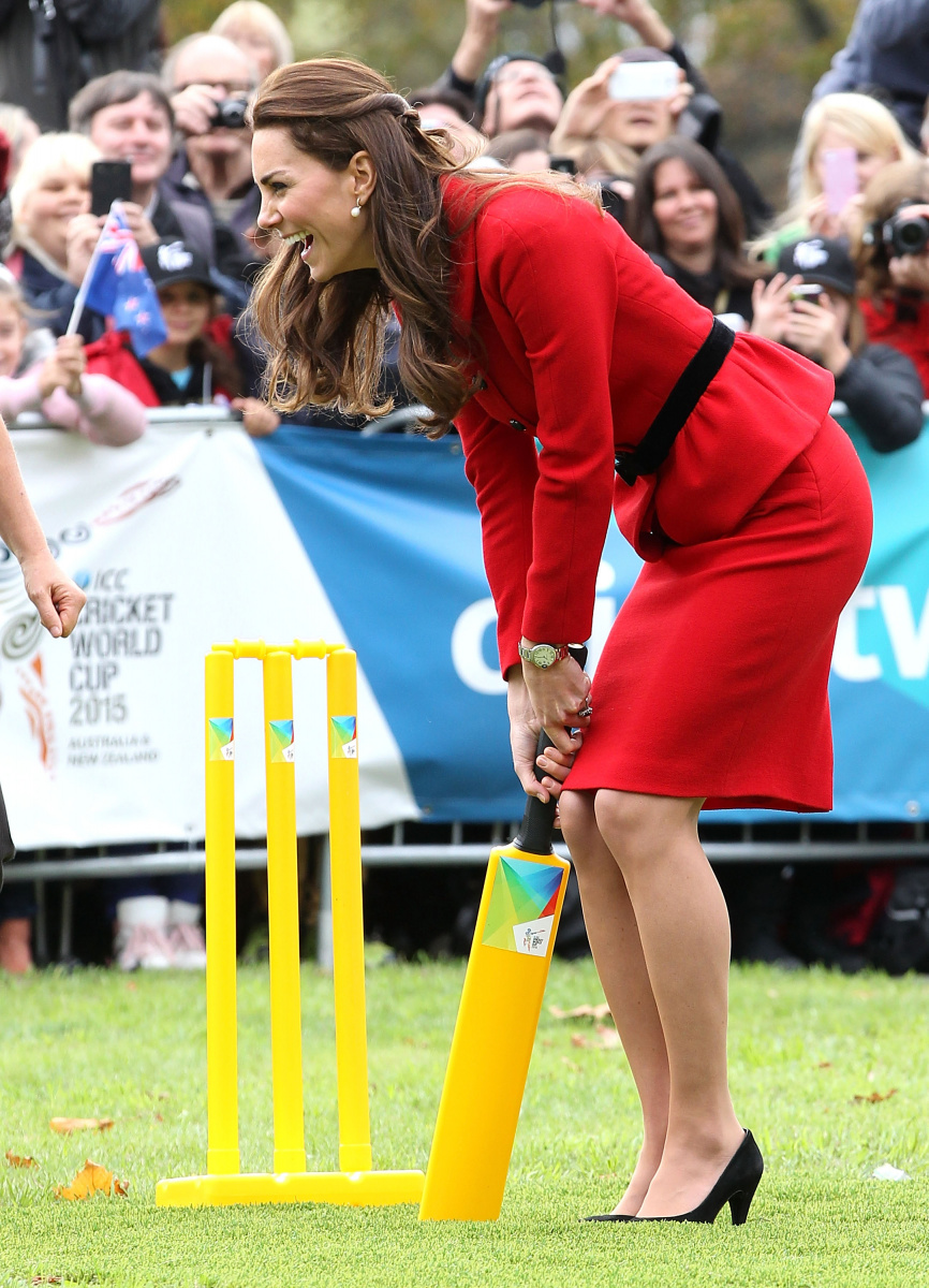 Kate Middleton plays cricket
