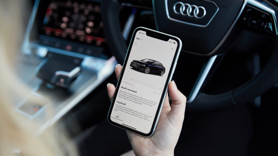 Audi connect plus warns about traffic jams, finds car parks, cheap