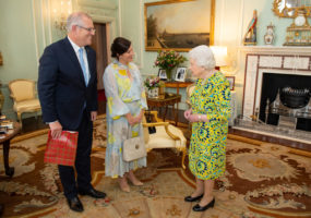queen donald trump lawn