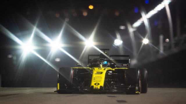 F1: Vettel wins as Ricciardo endures a Singapore shocker