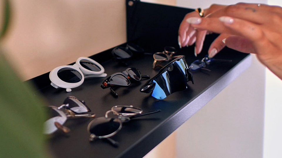 sunglass hut wage theft