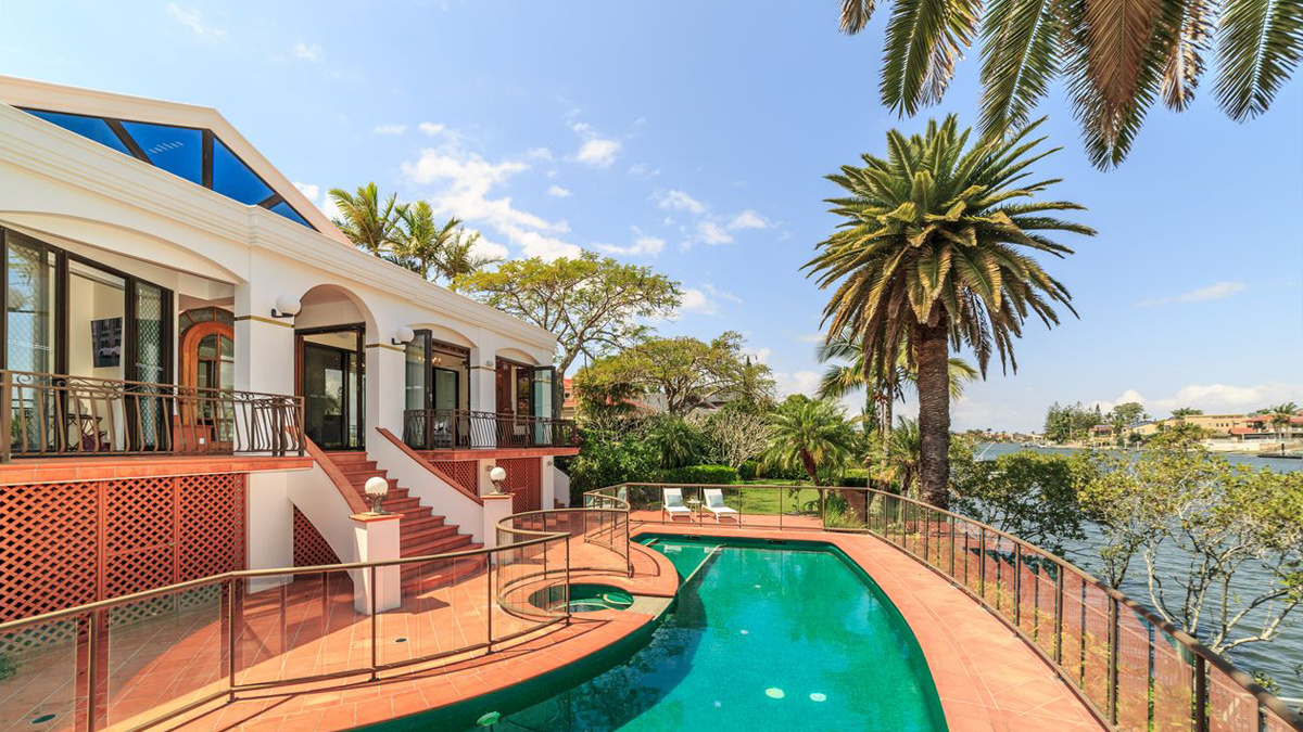 From waterfront luxury to quaint country cottages, auction volumes improving_4