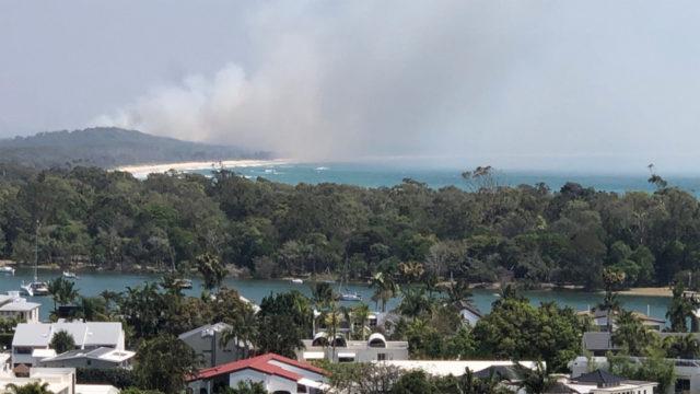 Queensland residents told to flee bushfire via ferry