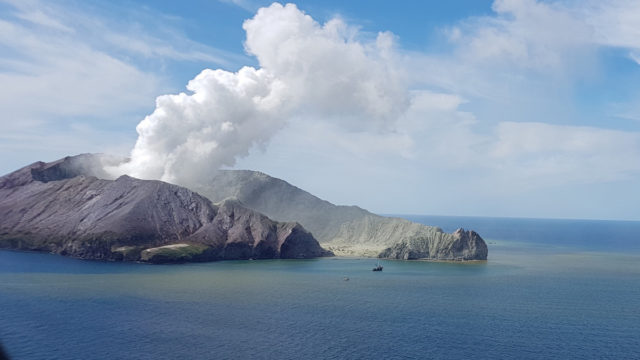 Volcano rescue mission setback: Fresh eruptions 'likely' at White Island