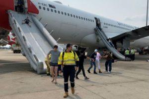 qantas plane evacuate slides