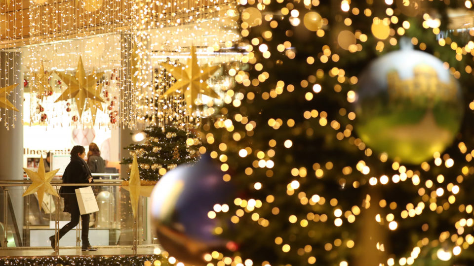 christmas-decorations-retail