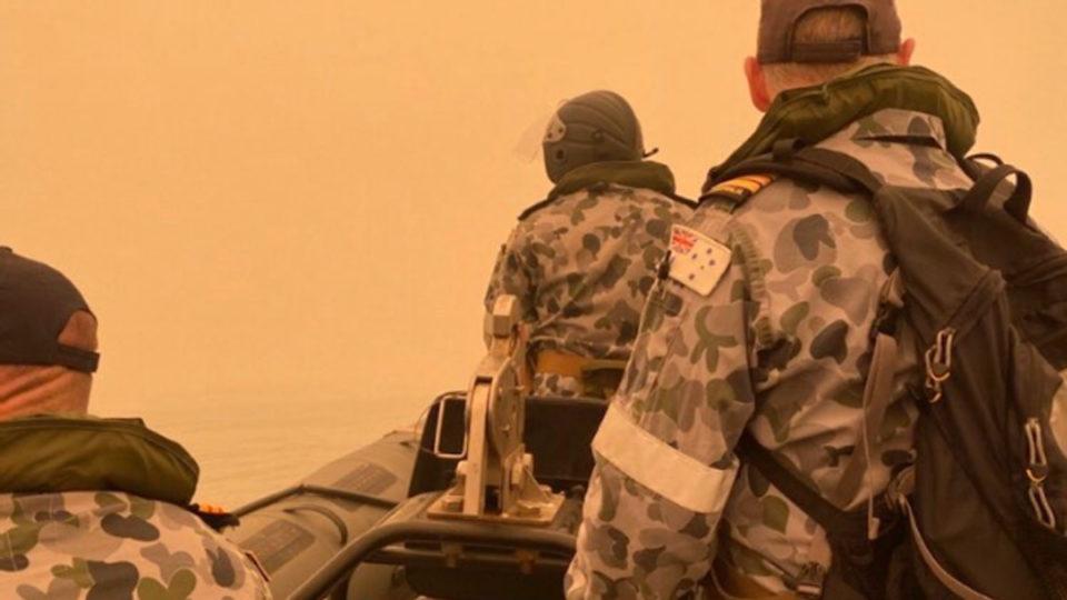 navy evacuation bushfires vic nsw