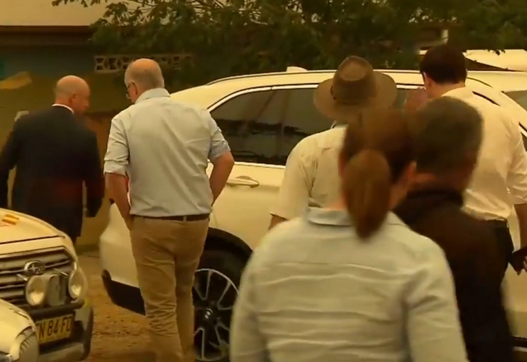 'You should be ashamed of yourself': Furious Cobargo residents confront Scott Morrison_1