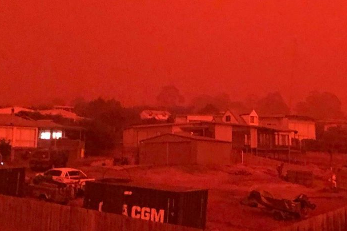 Night from hell: Victoria's ordeal by fire worsens by the hour_1
