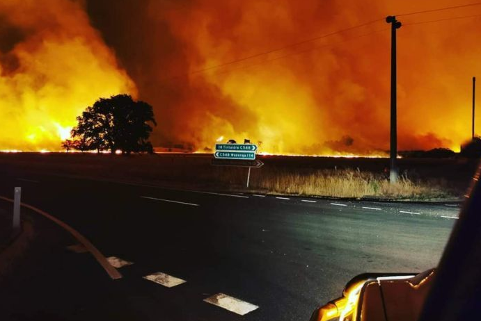 Night from hell: Victoria's ordeal by fire worsens by the hour_2