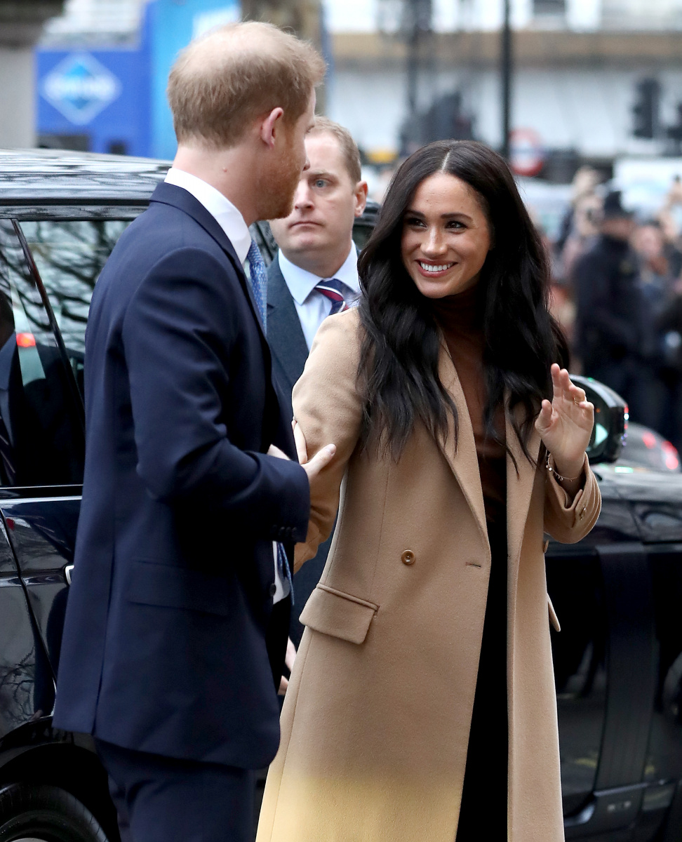 Meghan and Harry's decision to quit 'devastates' and blindsides Queen and senior royals_1