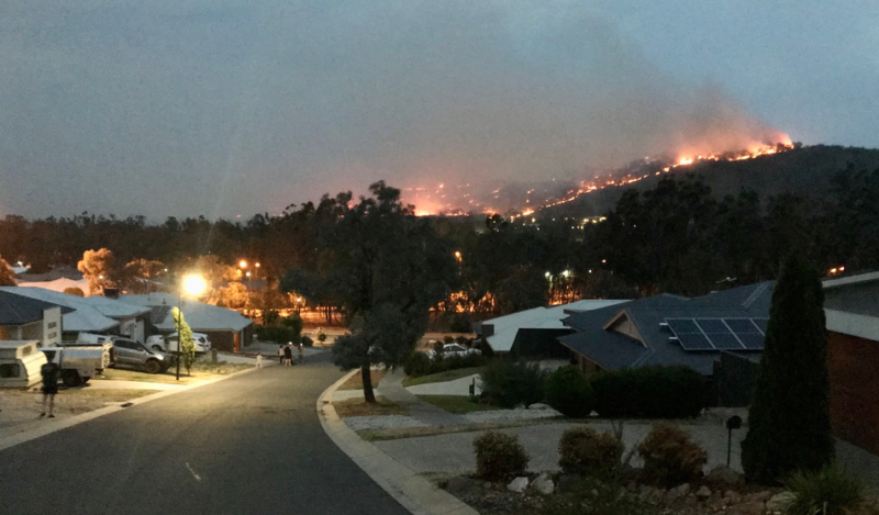 Raging winds create a fresh megafire as Blue Mountains towns come under threat_1