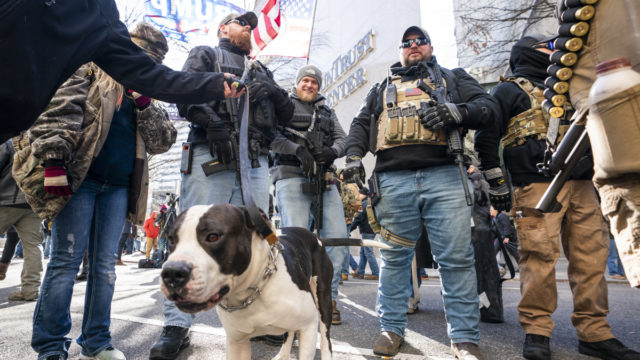 Thousands attend pro-gun rally in Virginia