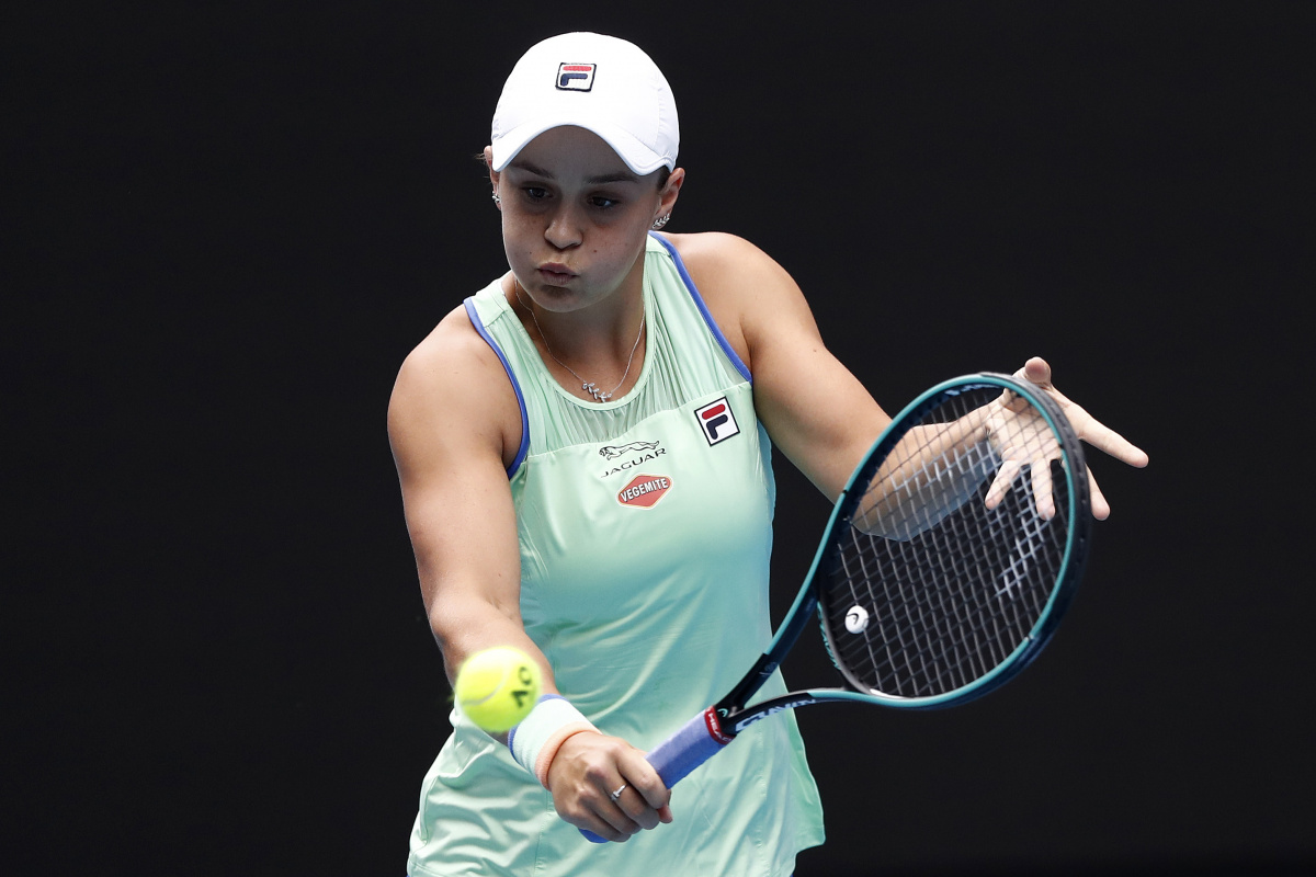 Australian Open: Barty shows might, as last year's finalists move on_2
