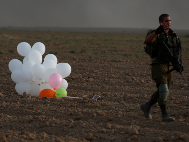 Israeli air strikes pound Gaza after wave of firebomb balloons_1