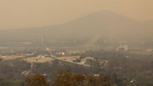 Bushfire warnings for ACT, NSW on hot gusty weekend