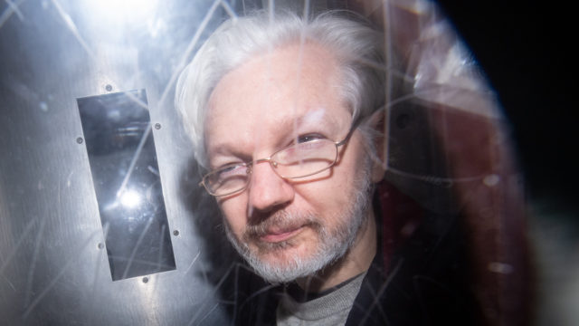 Lawyers to seek French asylum for Assange