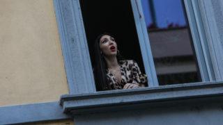 Italy sings on balconies
