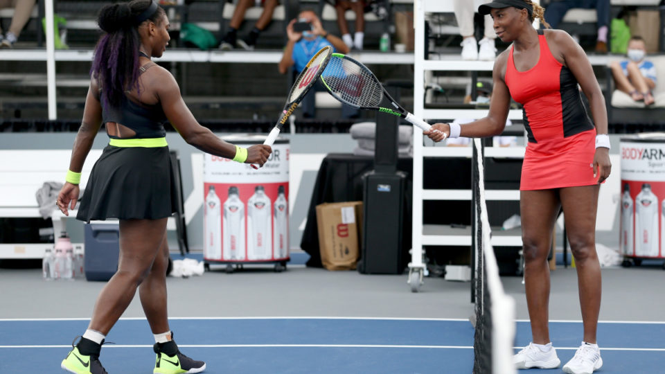 Serena Williams beats sister Venus in Lexington encounter
