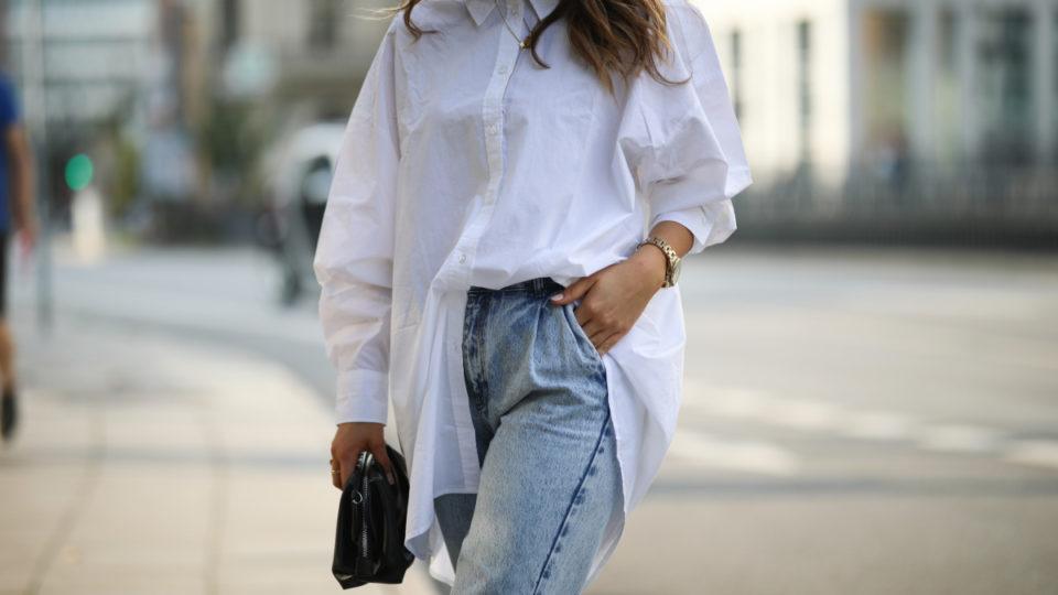 Alicija Laureen wearing white Weekday blouse, black Mango bag and Nakd jeans on August 17, 2020 in Hamburg, Germany.