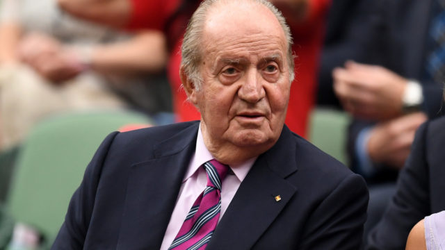 Former Spanish king makes a hasty border dash amid corruption probe