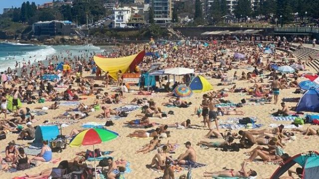 Crowds pack beaches, drowning warnings as heatwave hits