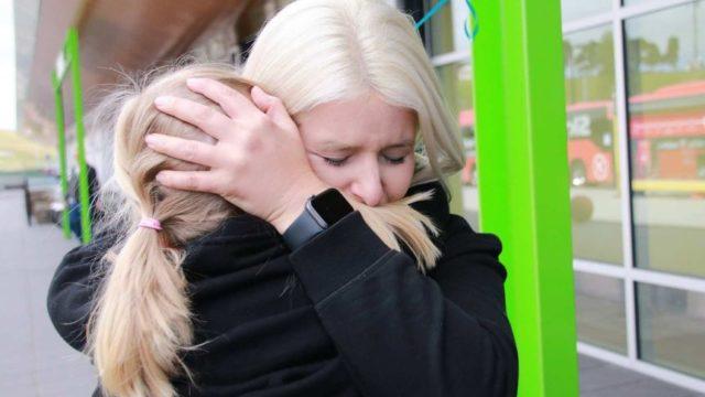 Hugs, tears as flights return to Tasmania after COVID closure