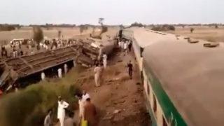 pakistan train crash
