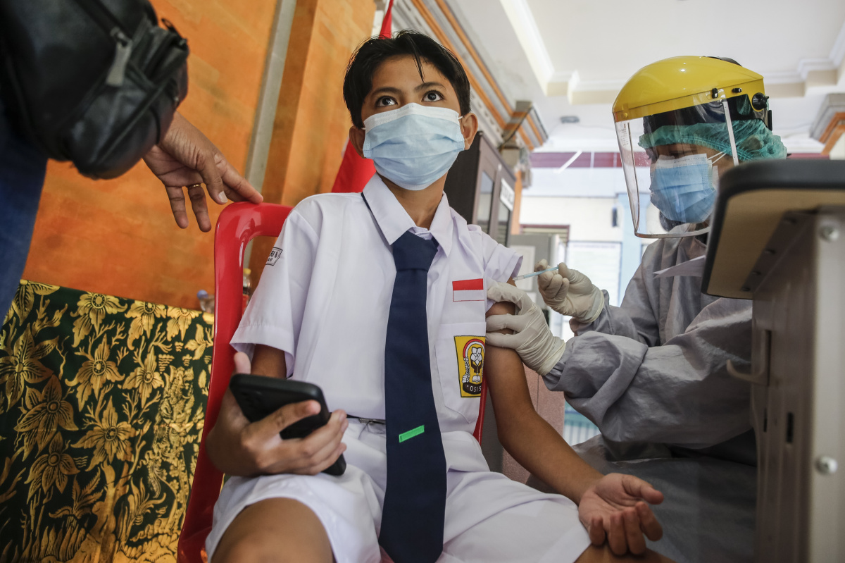 Young people vaccine Bali