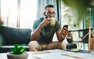 robo-advice man mobile phone financial planning